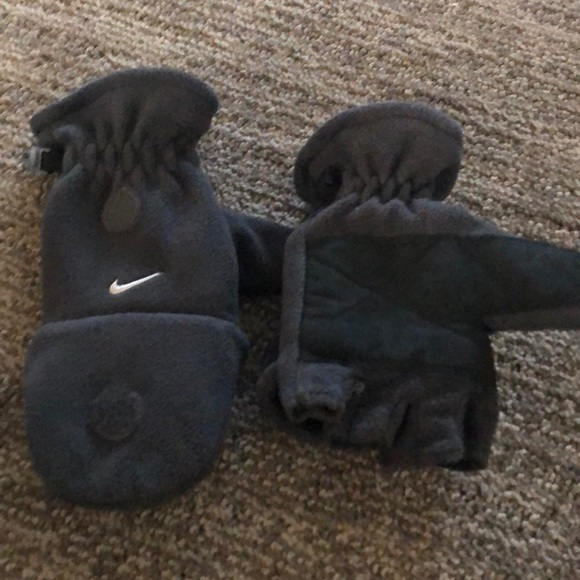 Nike Accessories - Boys gloves